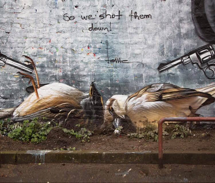 Dead birds streetart by Lonac Aart
