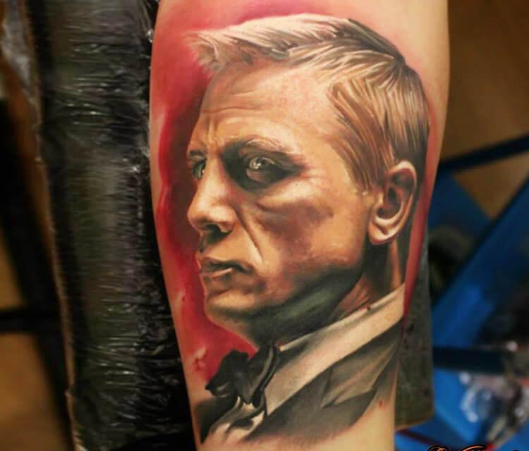 Daniel Craig tattoo by Sergey Shanko
