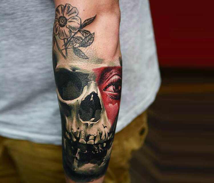 Skull tattoo by Timur Lysenko