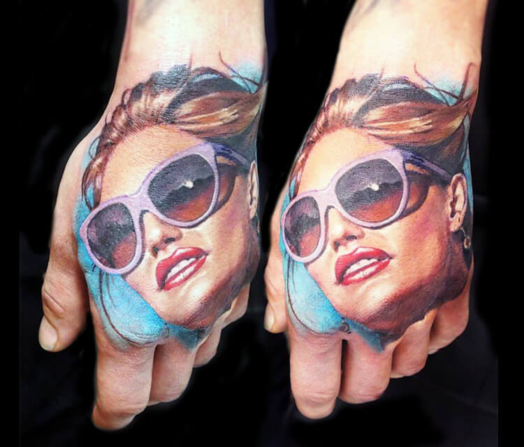 Hand tattoo by Valentina Ryabova